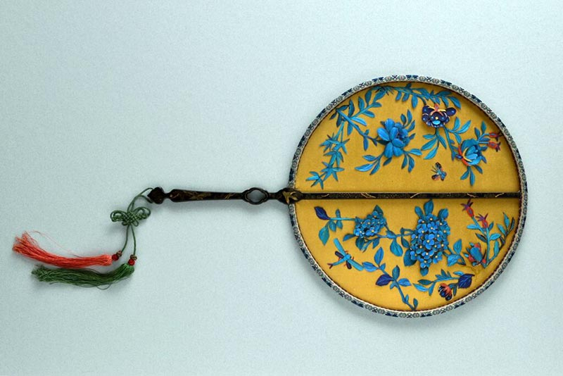 Chinese silk fixed circular hand fan with black lacquered wood handle made in China around 1840.